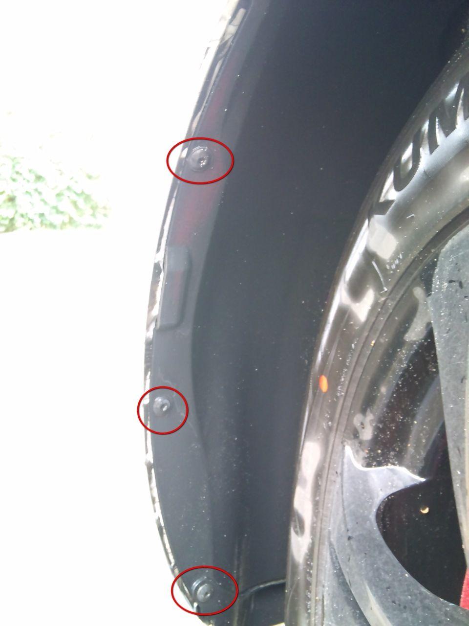 Шурупы держащие подкрылку правого колеса