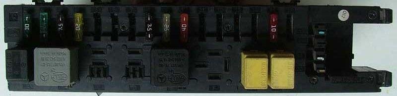Фото блока предохранителей в багажнике W203